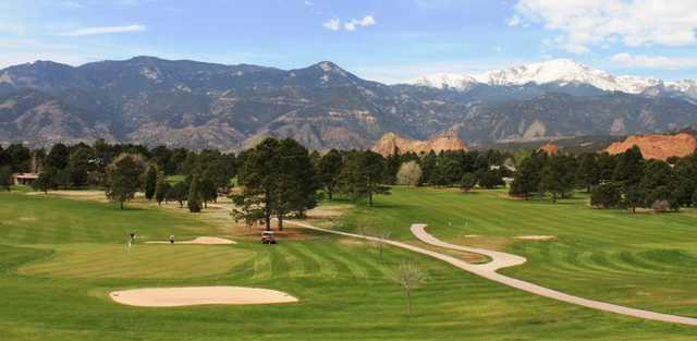 A View Of Green With Narrow Path On The Right At Garden Of The Gods Club. »
